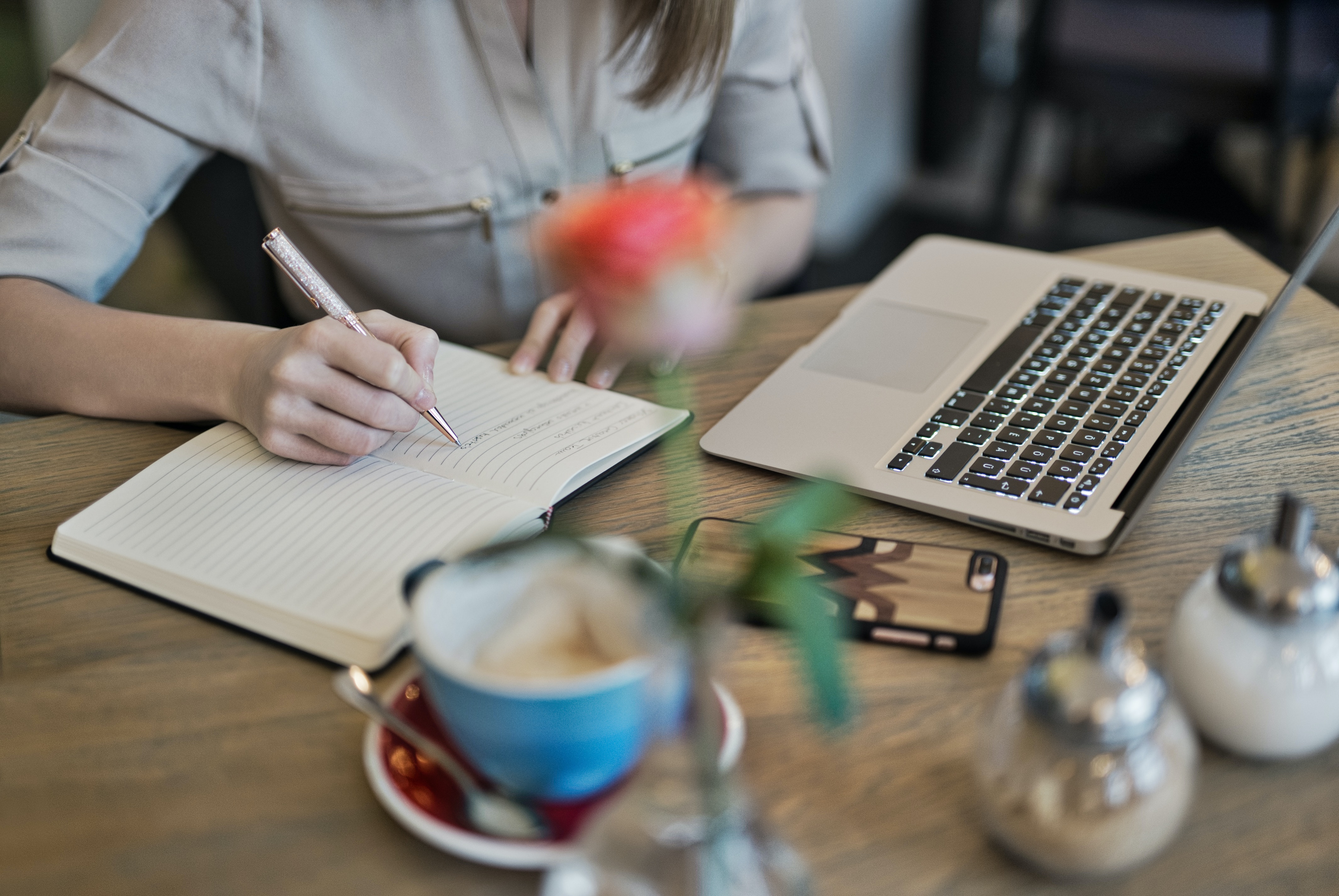 woman doing content marketing